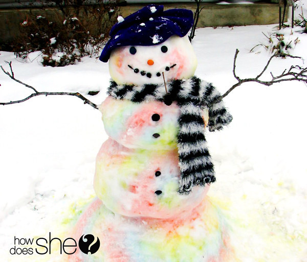 Fill a spray bottle with diluted food color for easy snow-painting!