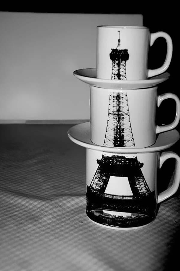 25.) Stacking Eiffel Tower mug set